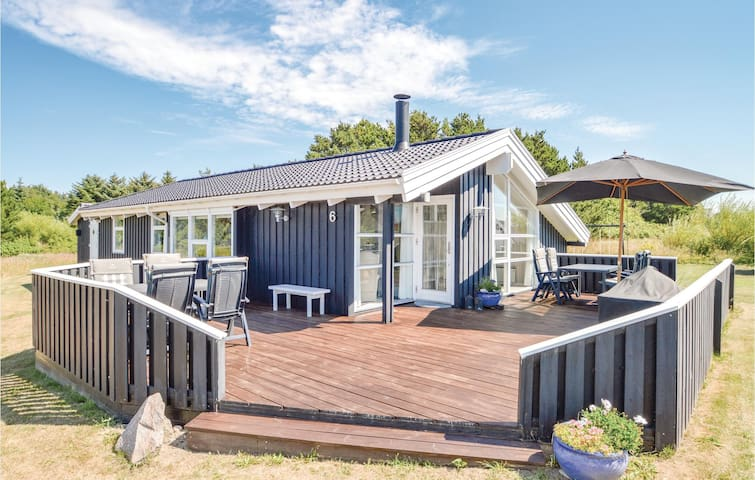 Holiday cottage with 4 bedrooms on 105m² in Hirtshals