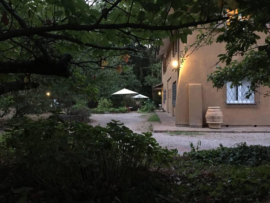 Esterno Villa e Area di pertinenza ospiti / Exterior Villa and Guest Area