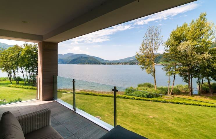 Luxurious apartment at the shore of Lake Lugano