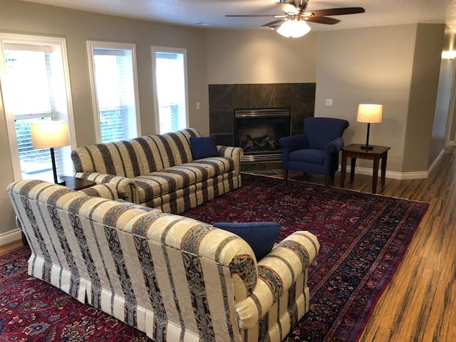 Ski, Golf, City, Tech - All within 15 minute drive