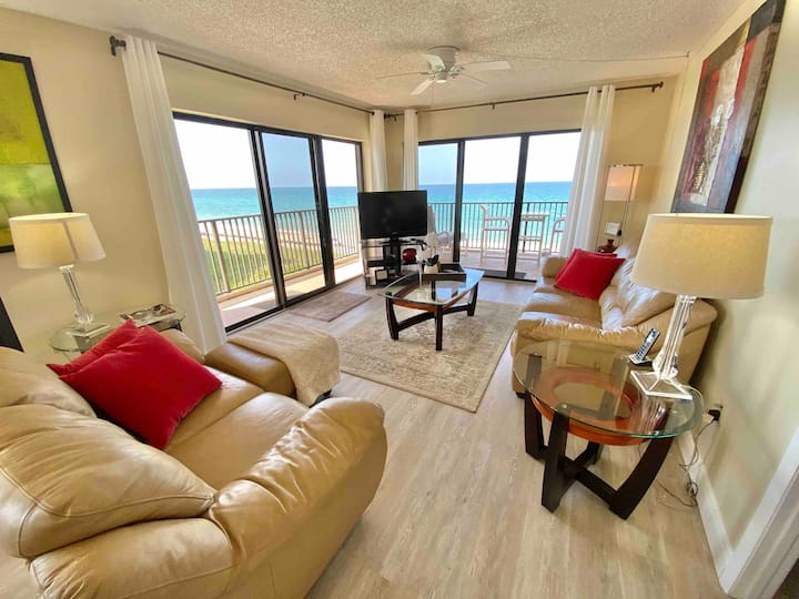 Corner unit direct ocean front ideal beach getaway