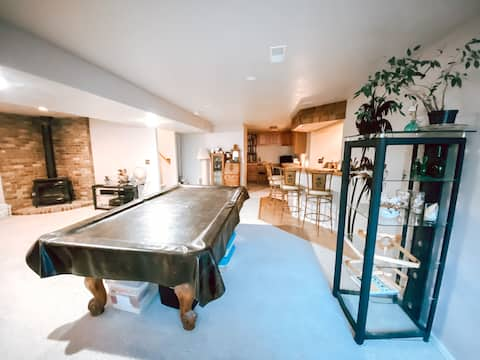 Desert Rose ✽ Private Basement Suite 1BR/BA/Bar