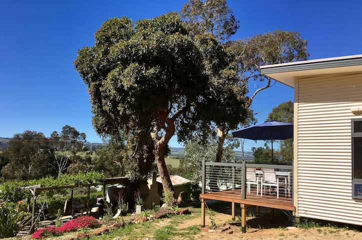 Karawatha Cottages B&B - RELISH Cottage - Blewitt Springs - Bed & Breakfast