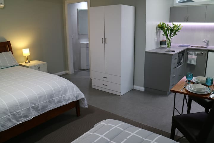 Garden studio apartment - Benalla - Apartment