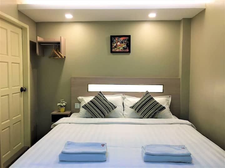 The Vibe Inn - Superior Queen/Twin Room