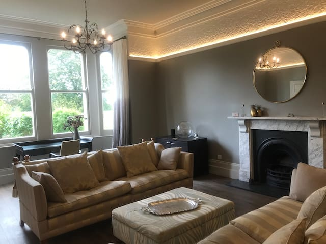 Elegant 3 bed garden flat with parking in Clifton