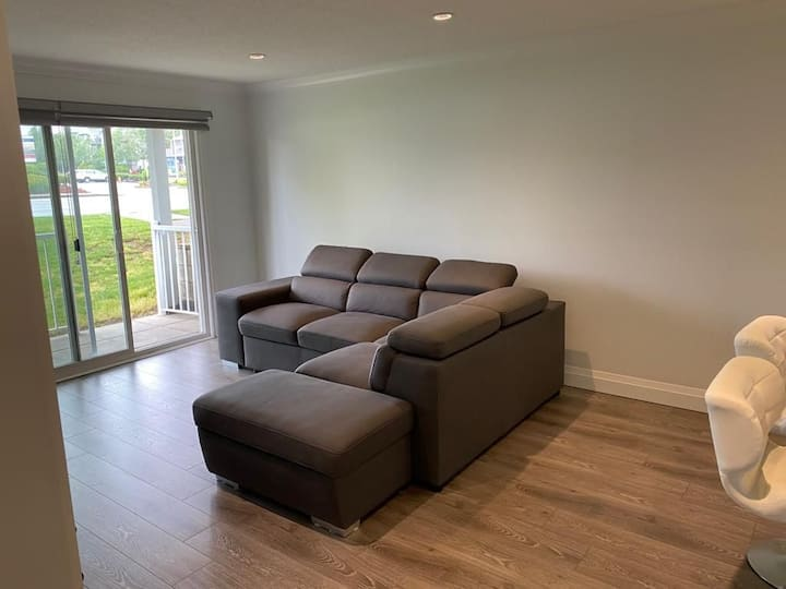 Excuisite suite in Great location with parking!