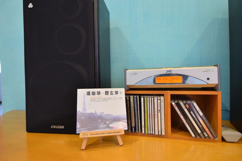 陪伴Cathy10 多年的音響是在沒有wifi 藍芽的年代製造的,所以只可以放CD 或是 Radio 喔!