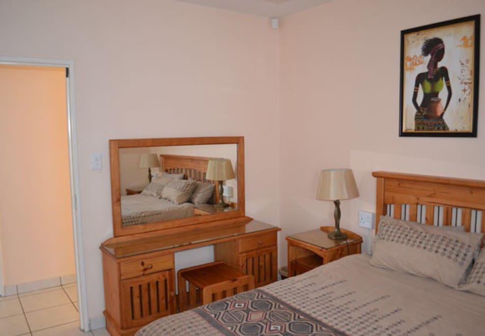 Second Bedroom , Queen Size Bed