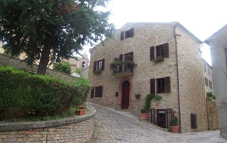 The house is located near the top of the mountain with views of the Sibillini Mountains and the Adriatic.