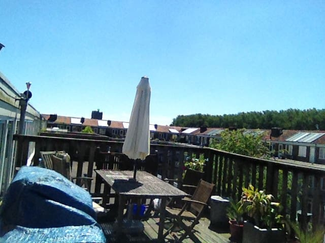 Sunny and tidy appartment with roof terrace + BBQ - Amesterdão - Apartamento