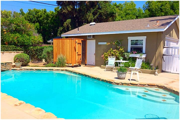 Cozy Cottage with beautiful yard! - Glendora - Outros