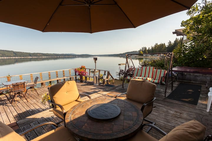 Hood Canal waterfront, 3 bdrm, hottub, 3 boats