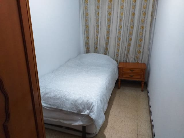 City center comfortable single room
