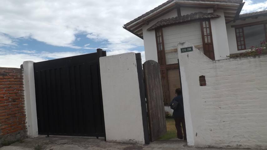 Casa en Tumbaco, a 20 minutos del aeropuerto - Quito