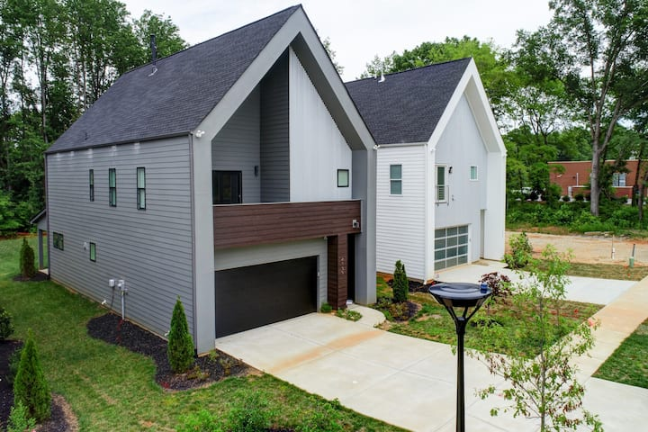 Luxury House Close to Arts District, Uptown & I85!