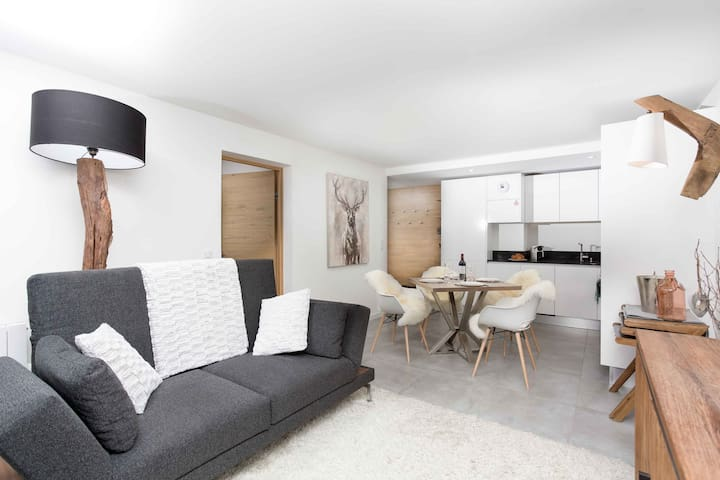 Stay at La Cordee 412 Apartment with 4.8/5* hosts