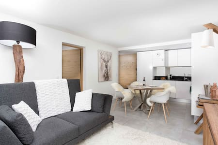 Stay at La Cordee 412 Apartment  - excellent host 4.6/5 - flexible cancellation