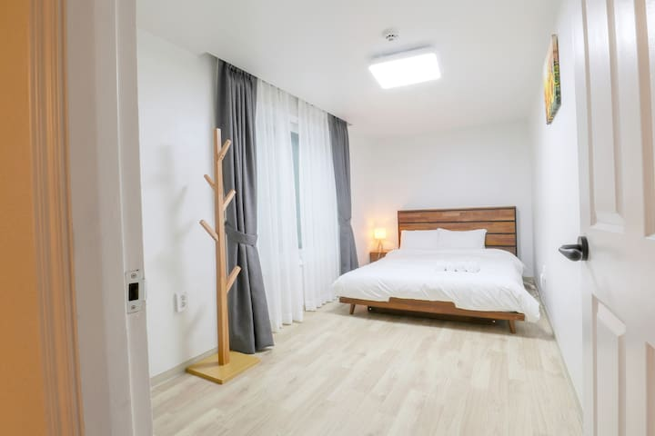 [HONGDAE] AtoHouse, Room A - Female Only