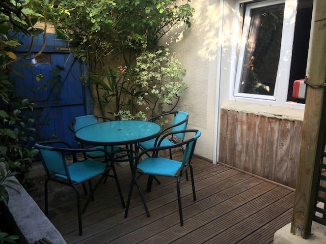 Studio au calme avec terrasse à 2 min du Tramway