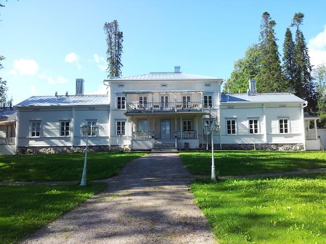 Kartanomajoitusta Vanajaveden rannalla - Hämeenlinna - Bed & Breakfast