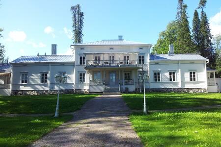 Kartanomajoitusta Vanajaveden rannalla - Hämeenlinna - Гестхаус