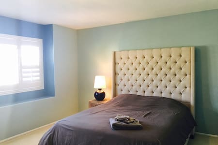 French style room / private bath - 奇诺岗(Chino Hills)