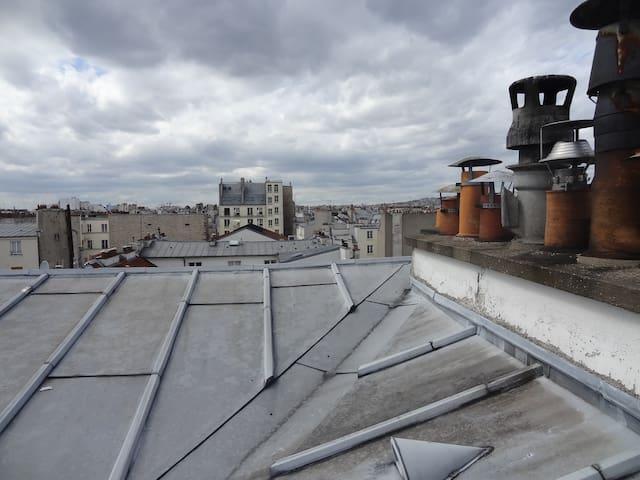 Au coeur du marais sur les toits à Paris bail mob.