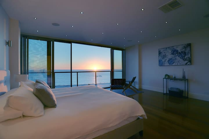Spectacular Panoramic Oceanview House