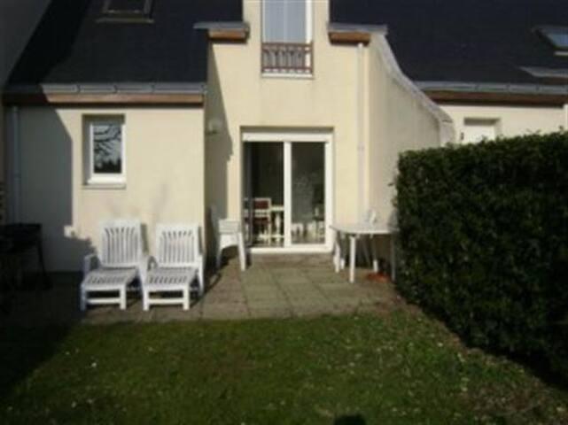 Agréable maison dans hameau avec tennis MAIS 05208