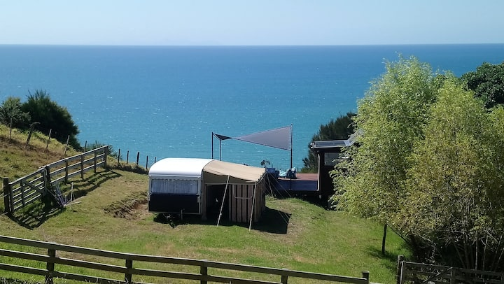 Kuaotunu Beach Farm Glamping - Retro caravan
