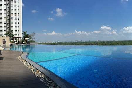 Bright suite with swimming pool and pagoda view - Ho Chi Minh City
