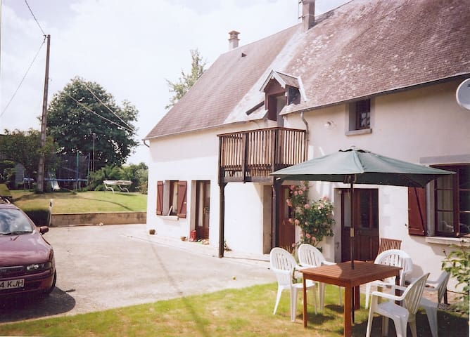 La Bionniere, tranquil farmhouse retreat - Barenton - Bed & Breakfast