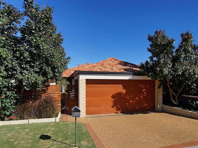 Immaculate Master Room in Beautiful - Rivervale - Huis