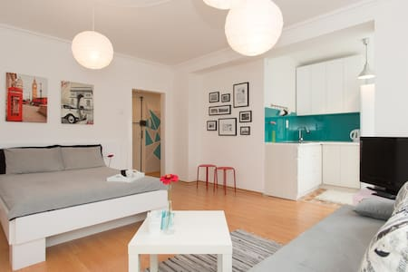 Your sunny stay in central Sarajevo - Sarajevo - Apartemen