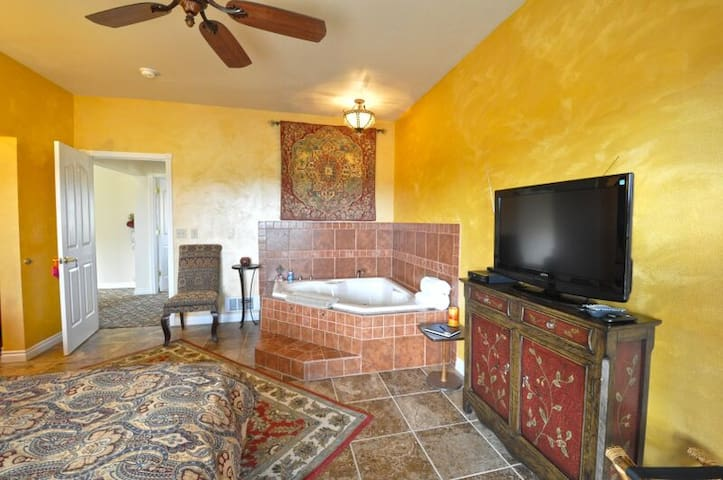 Tuscan Moose Manor-jetted baths & fireplaces