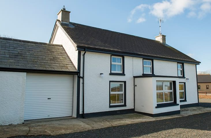 Pharis Smithy Farmhouse Lissanoure - Ballymoney - Casa