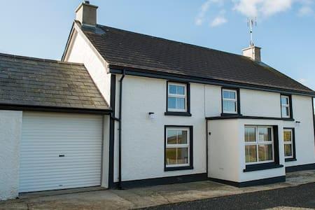 Pharis Smithy Farmhouse Lissanoure - Ballymoney - House