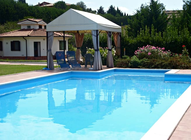 Little Villa next to Rome - Castelnuovo di Porto  - Villa