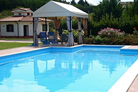 villetta+piscina alle porte di Roma - Castelnuovo di Porto  - Vila