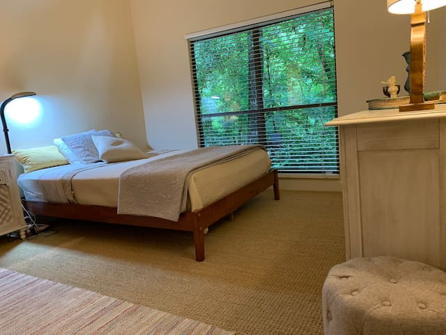 Serene Master Suite - near UF, Creek, Nature