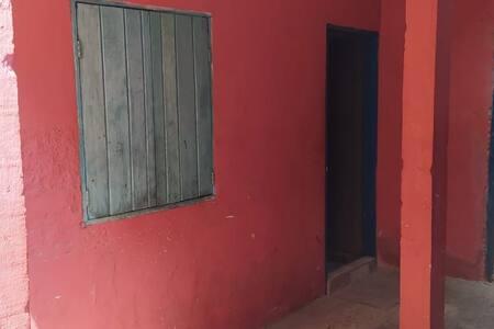 Casa simples para alugar em milho verde.5