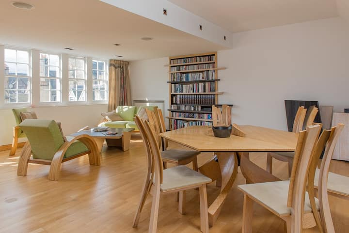 Central Large 1 Bed Flat With Lift in Old Town