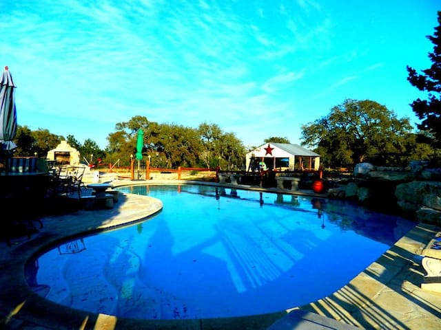 CODY'S HAPPY TRAILS RANCH - New Braunfels - House