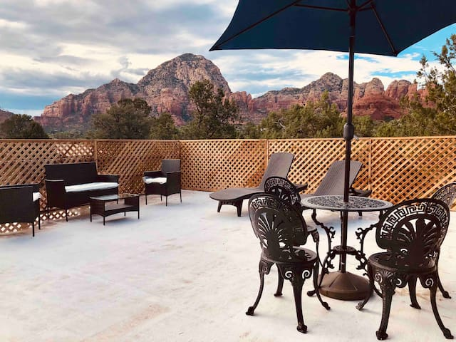 Peace O'Heaven in Central Sedona w Red Rock views!