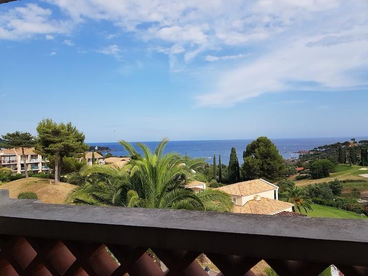T2 Cap Esterel terrasse vue mer panoramique
