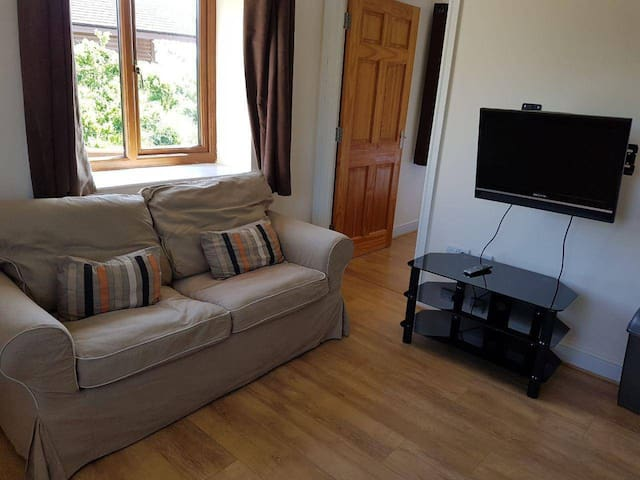 Poplars 3 Studio Apartment - Apartments for Rent in Somerset, England, United Kingdom""