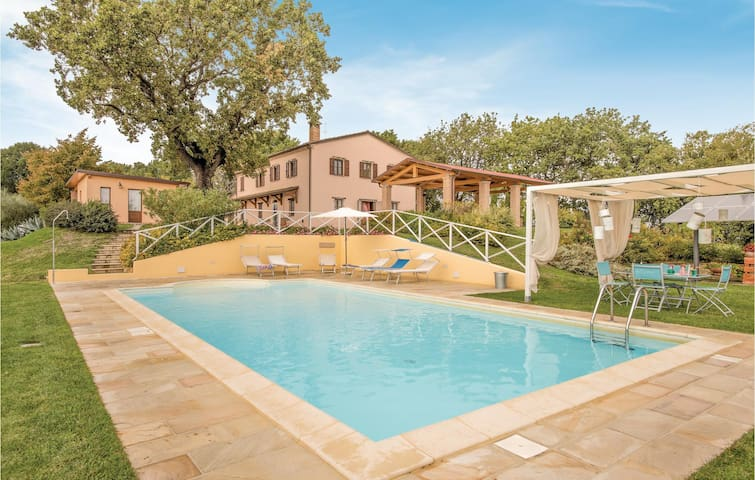 Holiday cottage with 5 bedrooms on 270m² in Cartoceto PU