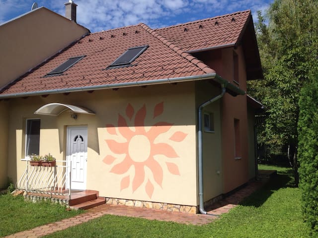Sunshine Cottage, Lake Balaton - Balatonszárszó - Casa