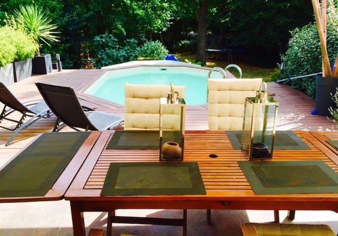 Maison avec piscine chauffée et jacuzzi - Saint-Vrain - Rumah